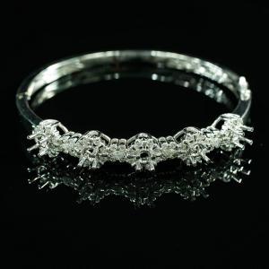 Vỏ vòng tay kim cương vàng trắng